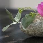 stone-w-flower